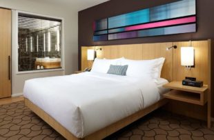 Delta - mode room with king bed - JV