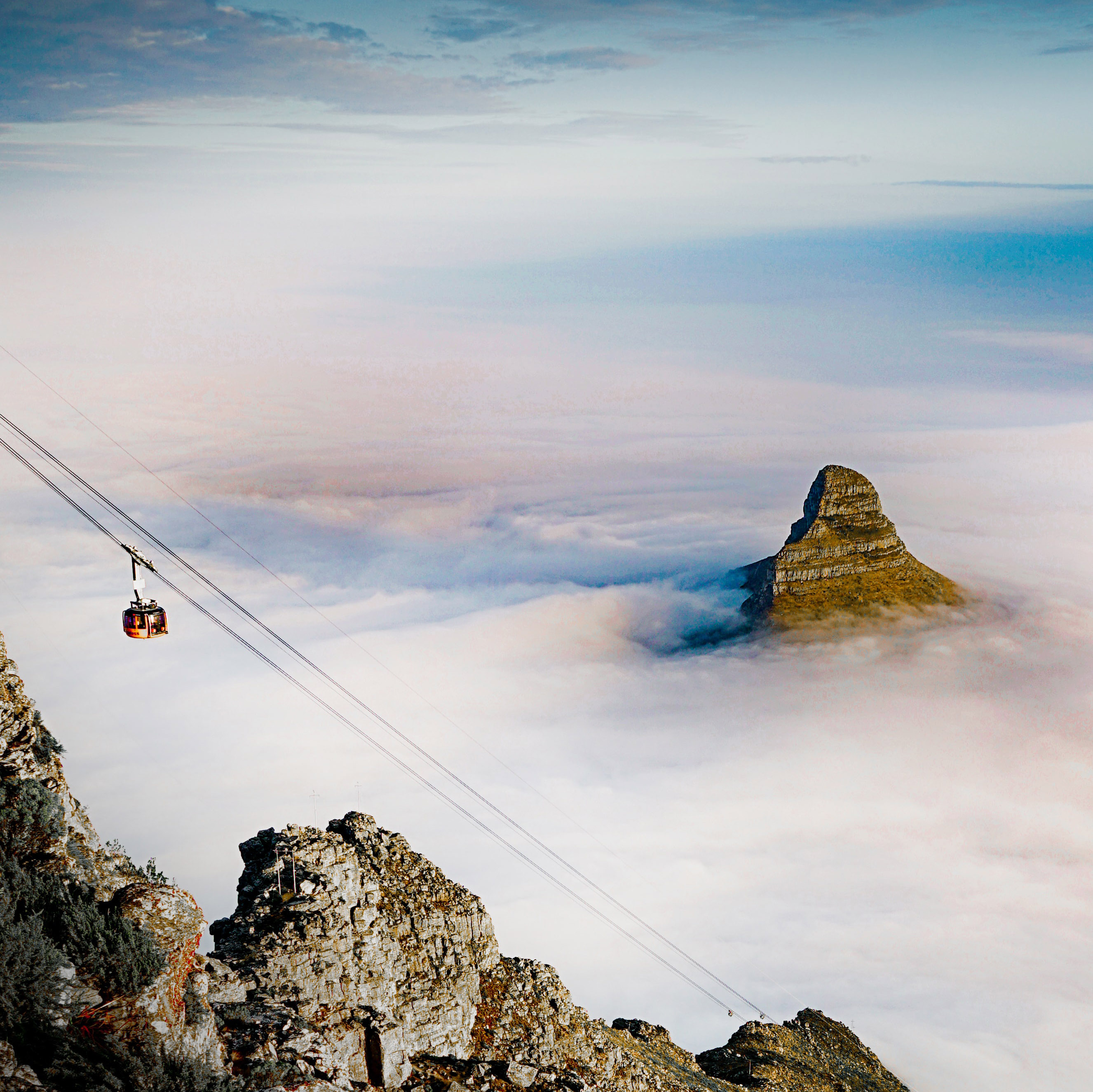 cable car table mountain south africa holiday